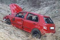 Páteční večerní nehoda u brodského prasečáku. Z místa odvezla záchranná služba dvě zraněné osoby do mariánskolázeňské nemocnice.