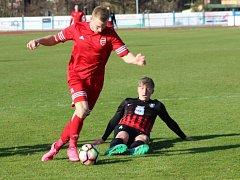 Hrdinou sobotního utkání mezi FK Tachov a FK Dobrovice byl domácí Matěj Kyndl (s číslem 11), který dal čtyři ze šesti domácích gólů.