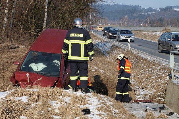 Škoda na vozidle Fiat Punto byla odhadnuta na více než dvě stě tisíc korun.
