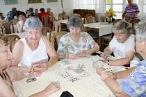 V plánském domě s pečovatelskou službou se pravidelně scházejí členové Klubu důchodců.