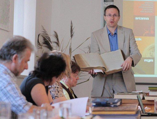 Kronikáři z celého tachovského okresu se ve čtvrtek sešli v budově Státního okresního archivu v Tachově.