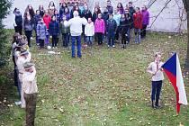 K oslavám vzniku samostatné Československé republiky přispěl i Tachovský dětský sbor, který zazpíval několik písní včetně hymny.