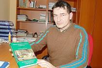 JIŘÍ HLÁVKA. Jeden z autorů knihy Historie železářství a uhlířství v Českém lese.
