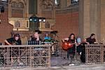 Excentr při akustickém koncertu v kostele v Úhercích v roce 2010.