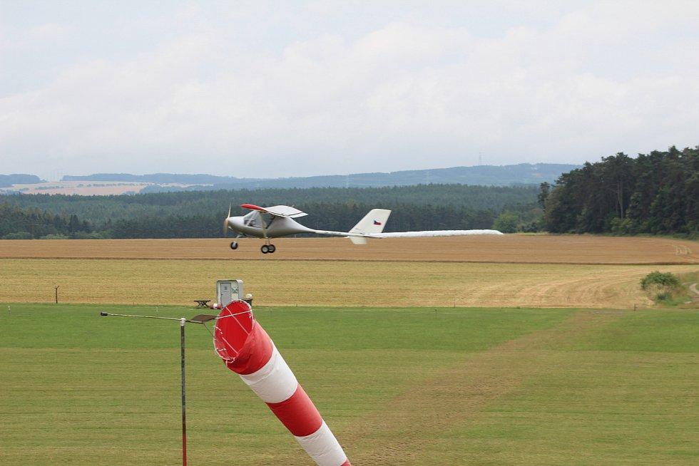 Z letiště v Erpužicích.