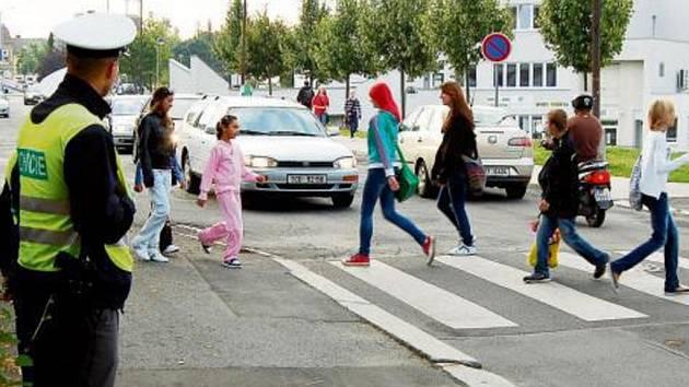 Náš snímek je z pondělního rána z křižovatky ulic Hornická a Pionýrská v Tachově, kde kontrolovali dopravu příslušníci Policie České republiky.