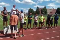 ČTVRTÝ ROČNÍK VETERÁNSKÉHO TACHOVSKÉHO SEDMIBOJE (VETAS) na Městském stadionu v Tachově. Sedmiboje se mimo soutěž zúčastnil  i bývalý mistr České republiky na 400 metrů překážek Josef Rous.