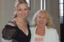 Martina Kociánová se v Tachově setkala se svojí profesorkou Jaroslavou Niederlovou.