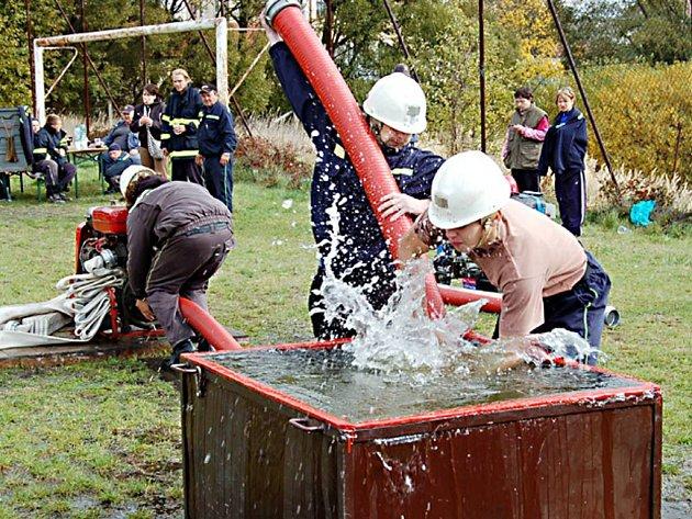 Dobrovolní hasiči z Damnova (na snímku) získali v Boru druhé místo. Vítězství patří  týmu ze Stráže.