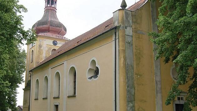 Dominanta obce v Chodském Újezdě se dočká nového krovu.