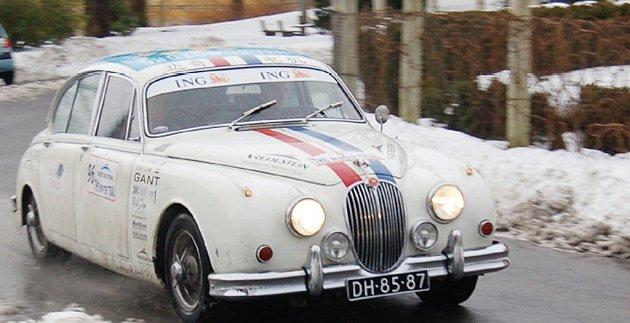 Sedmého ročníku Jízdy Saši Kolowrata se vedle vetránů zúčastní i mladší ročníky historických vozidel.