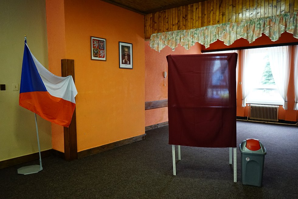 Volby nové hlavy státu pokračovaly také v sobotu. Volební účast na Tachovsku byla ale oproti pátku nižší.