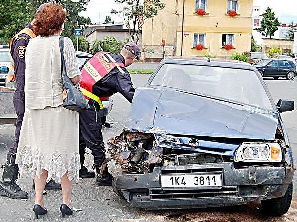 Sobotní dopolední nehoda v Plané (na snímku) se naštěstí obešla bez jakéhokoli zranění.
