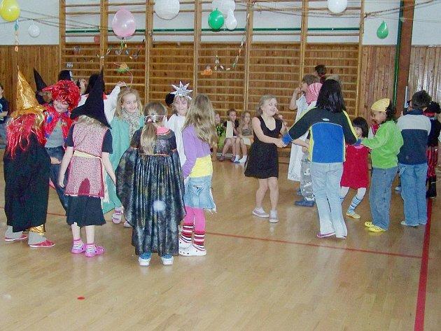 Halloween oslavili těsně před prázdninami žáci Základní školy v Přimdě.