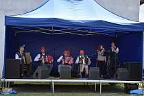 Haligonkáři zahráli v odpoledním programu a lidem se jejich muzika moc líbila.