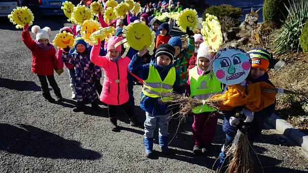 V mateřských školách v Tachově přivítali jaro.