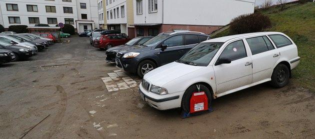 Parkování vTachově na sídlišti Rapotín