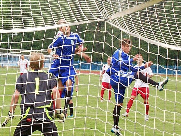 V Tachově se hrál kvalitní fotbal, divizní FK Tachov porazil SK M. Votice vysoko 5:0.