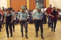 Ve Studánce se sešli příznivci country tanců.