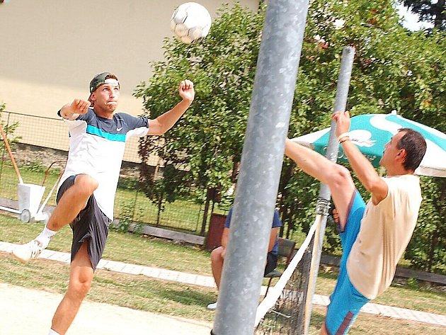 V Damnově pořádal místní Sokol nohejbalový turnaj trojic.
