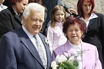 """Marie a Vladimír Havlíkovi z Damnova oslavili v sovotu diamantovou svatbu. Před oltářem v tachovském kostele si zopakovali své """"ano"""" po šedesáti letech."""