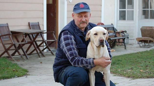 Jaroslav Hofmann se s nalezeným Ferdou spřátelil.