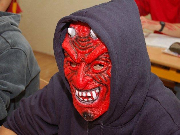 Na tachovském gymnáziu petřil středeční den Helloweenu.