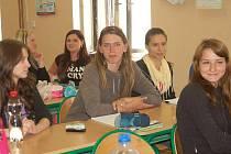 Studentům nástavbového studia ve Střední odborné škole v Plané začnou ve čtvrtek maturity praktickou zkouškou.