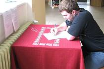JAKUB PLECITÝ z Dlouhého Újezdu přišel do Tachova petici podepsat. Zastává názor, že by se mělo něco s nemocnicí dělat, když je tak málo využívána.
