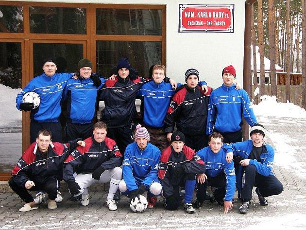 Volno na zimním turnaji FK Tachov Gleixner cup využilo mužstvo Jiskry Bezdružice k třídennímu soustředění.