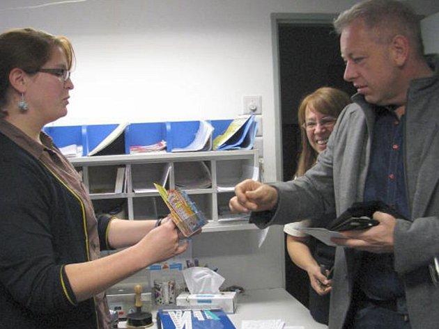 Ministr vnitra Milan Chovanec navštívil v úterý odpoledne tachovskou poštu.