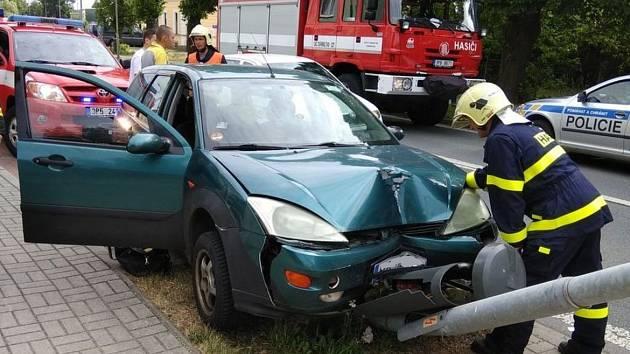 Hasiči vyjížděli k dopravním nehodám na dálnici D5 a v Boru.