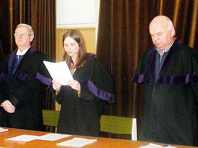 Přísedící Okresního soudu v Tachově Josef Kanta (zcela vpravo) nebyl zastupiteli Plané do funkce potvrzen. Kuplířský proces tak musí de facto začít znovu.