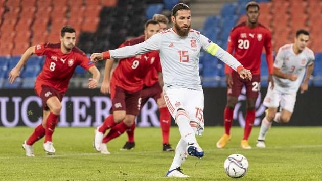 Jediná remíza se na kuponu pro závěrečné 13. kolo Tip ligy zrodila na třetím řádku, když se v A skupině Ligy národů Švýcaři (v červeném) rozešli smírně se Španěly 1:1.