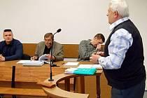 U tachovského soudu pokračovalo líčení s instruktory parašutistmu.U soudu vypovídal znalec z obrou parašutismu Ladislav Horák.