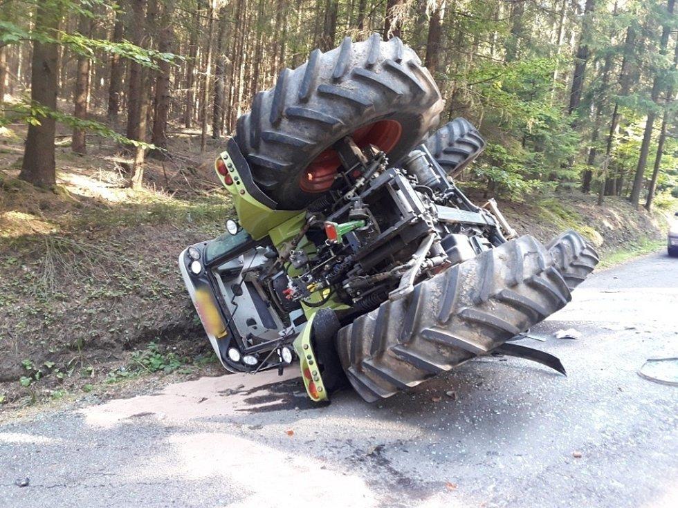 Nehoda traktoru v Maršových Chodech.