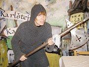 Jak se nechá vykovat hřebík si na vlastní kůži vyzkoušel webeditor Tachovského deníku Antonín Hříbal (na snímku).
