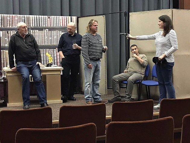 Divadelní spolek Komedyjanti z Tachova pilně trénují na novou hru. Poprvé v novodobé historii se bude jednat o kriminálku.