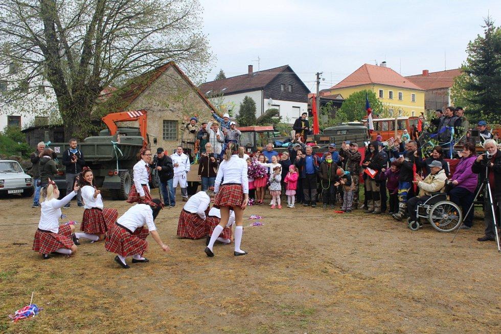 Prvomájový průvod v Borovanech 1. května 2019.