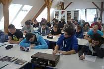 Na snímku studenti SPŠ Světce při besedě o volbě povolání.