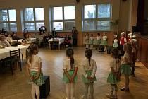 Děti z mateřské školy předvedly vystoupení.