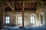 Nový konvent kladrubského kláštera byl naposledy k vidění v momentální podobě. Od příštího roku se začne opravovat.