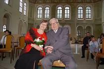 Manželé Charvátovi oslavili v jízdárně ve Světcích významné životní jubileum – diamantovou svatbu.