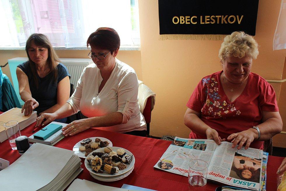 Volební komise v Lestkově.