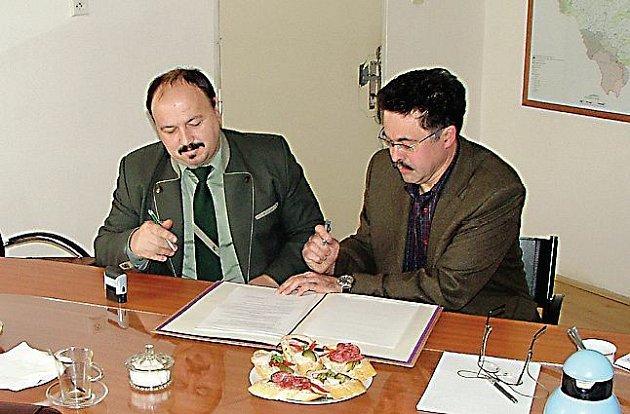 Rámcovou smlouvu o spolupráci podepsali Ivan Klik