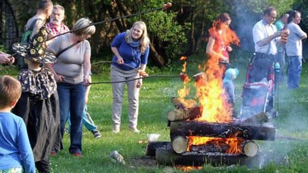 VÍCE NEŽ sto lidí dorazilo do muzea oslavit Filipojakubskou noc a upálit Morenu.