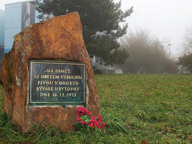 Na neštěstí upomíná na místě tragédie tento památník.