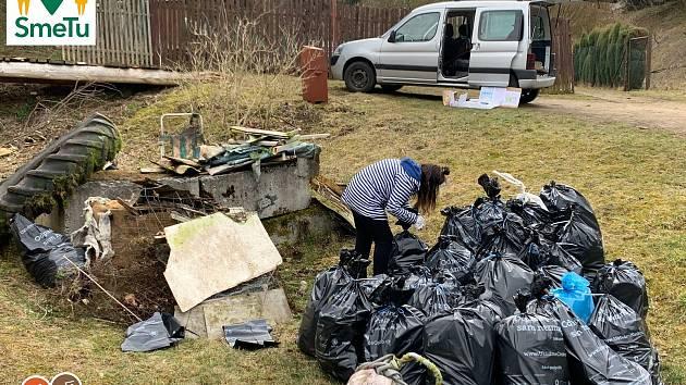 Dobrovolníci uklízeli několik lokalit v okolí Tachova.