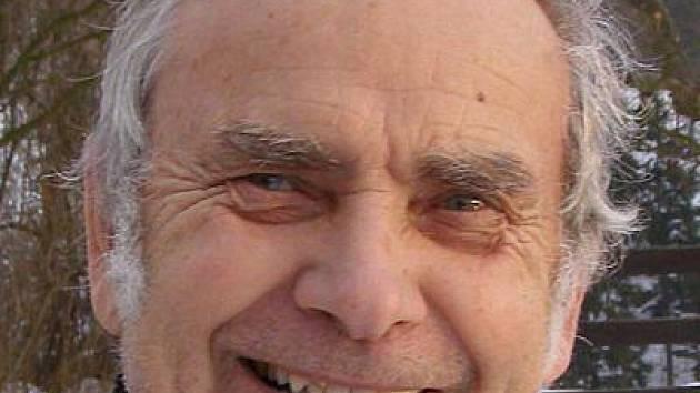 Na snímku je František Černoch, předseda ZO ČSV Kladruby.
