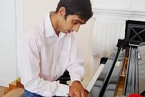 Josefu Cickovi z milířského ústavu se splnil životní sen. Navštěvuje hodiny klavíru v Základní umělecké škole Tachov.